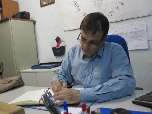 Marcos Leite assinando o livro de honra da nossa Casa.